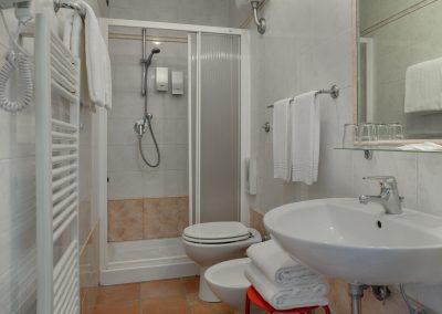 camera-famigliare-bagno