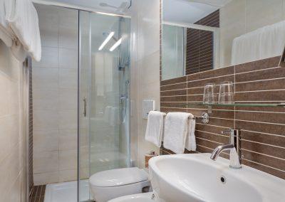 camera-famigliare-doccia