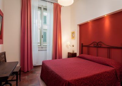 camera-matrimoniale-letto-in-ferro