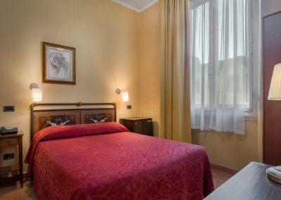 camera-matrimoniale-rosa-letto-doppio